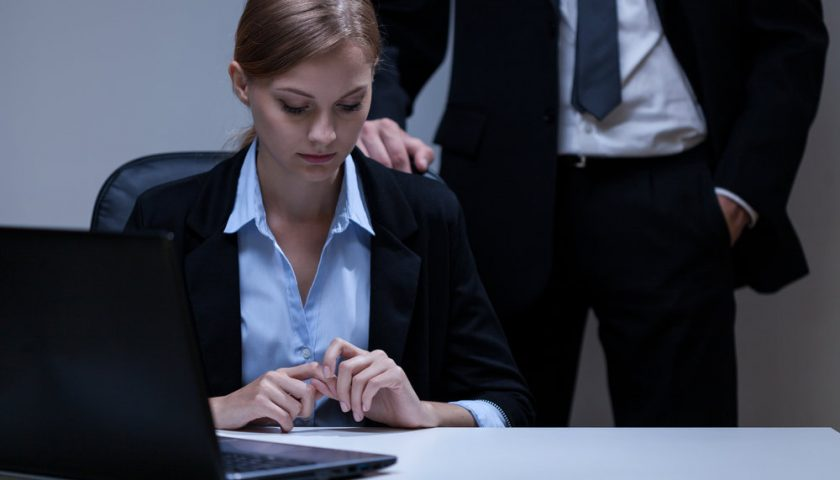 bumble創業 tinder性騷擾 - Tinder前員工Whitney創辦交友APP Bumble原來因為曾被性別歧視?