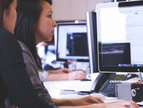 coaching coders coding 7374 290x220 - AI是什麼?5個免費AI網上課程 讓你自學成AI達人!
