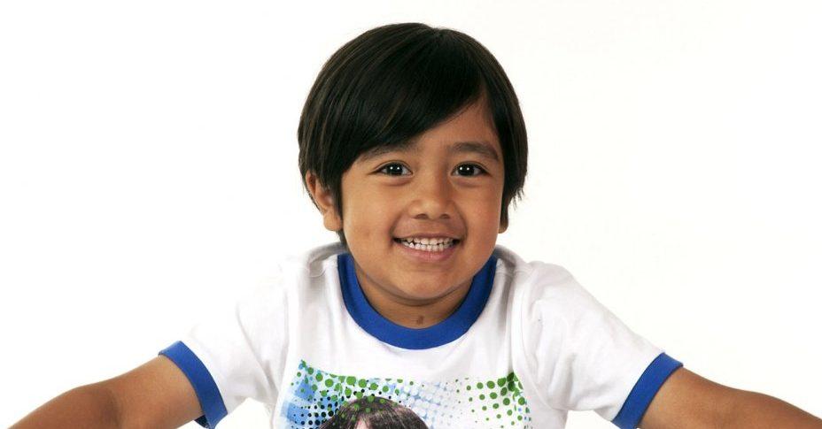 A 27 928x485 - YouTube兒童影片商機魔法?!為何7歲童拍攝YouTube短片每年大賺1.7億港元?!