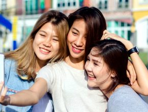 attractive beautiful asian friends women using smartphone happy young asian teenage urban city 7861 870 290x220 - 2019暑假滿FUN! 十大消閒好去處 好動好靜都啱玩!(上)