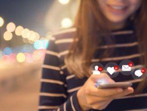 skynews mobile smartphone social media 4438399 290x220 - 甚麼年齡組別最愛看社媒帖文?你的潛在顧客在哪個社媒平台?