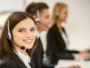 smiling beautiful lady working call center customer care services ss 290x220 - 電商初創8大死因你一定要知!提高服務效率助你繼續存活!(二)