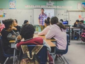 neonbrand zFSo6bnZJTw unsplash 290x220 - 澳洲不准學生在校使用手機!?科技與教育如何取得平衡?