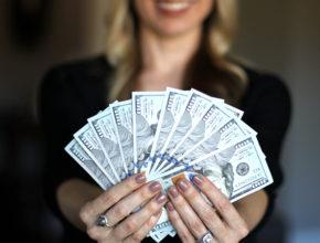 woman 3261425 290x220 - 被動收入是什麼?5大被動收入途徑讓你實現財務自由!
