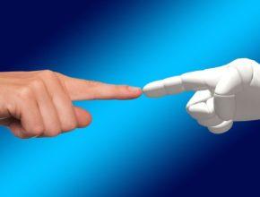 hand 1571852 1280 290x220 - SAS最新全球調查報告:十年後將由機器主導