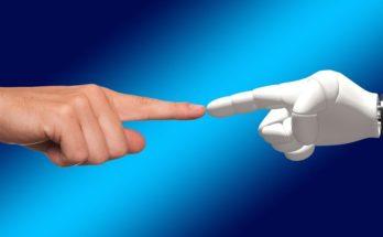 hand 1571852 1280 348x215 - SAS最新全球調查報告:十年後將由機器主導