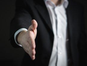 handshake 2056023 1280 290x220 - 2020年十大薪金增幅最高職位出爐! 最有「錢途」有無你份?(上)