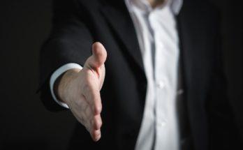 handshake 2056023 1280 348x215 - 2020年十大薪金增幅最高職位出爐! 最有「錢途」有無你份?(上)