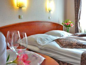 hotel room 1261900 1280 290x220 - 日本「時鐘酒店」網站被駭!「偷食男女」資料外洩,若要人不知!