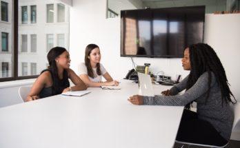 photo 1573496130407 57329f01f769 348x215 - 如何用LinkedIn找工作?三招貼士助你提高僱主搜尋機會!