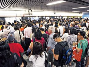 HKET20140127OP01AP 290x220 - 港鐵終於推二維碼付款入閘 可以取代八達通嗎?