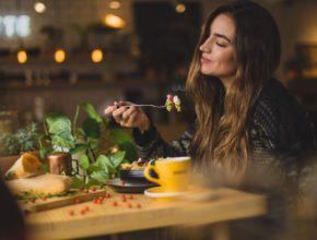 photo 1533777857889 4be7c70b33f7 290x220 - POS如何幫助餐廳提升工作效率? 齊看這些實例!